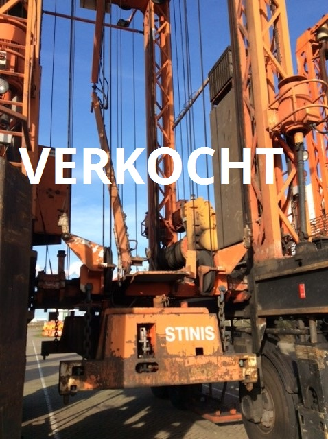 VERKOCHT: Straddle Carriers
