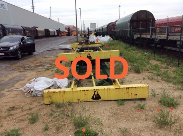 SOLD: Mechanical container spreader