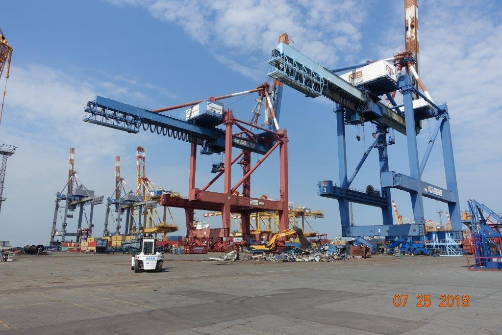 5 ZPMC container cranes are disassembled